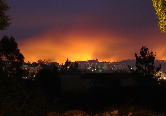 Fires in Ourem viewed from Leiria in August 2005
